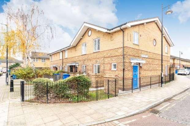 3 Bedrooms Terraced House for sale in Haslam Street, Peckham, SE15