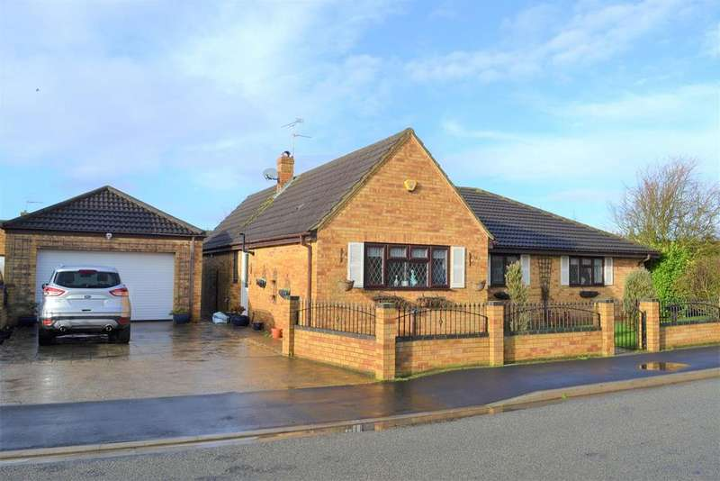 3 Bedrooms Detached Bungalow for sale in Stanley Drive, Sutton Bridge