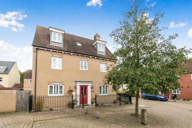 5 Bedrooms House for sale in James Gore Drive, Colchester