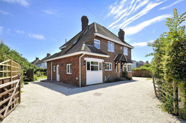 4 Bedrooms Detached House for sale in Courtlands Way, Worthing