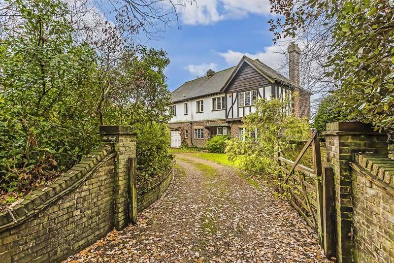 5 Bedrooms Detached House for sale in Coulsdon Lane, Chipstead,