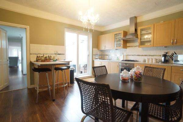 2 Bedrooms House for sale in Court Road, Kingswood, Bristol, BS15 9QG