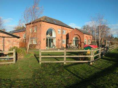 4 Bedrooms Barn Conversion Character Property for sale in Chestnut Farm, Hooton Road, Hooton, CH66