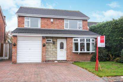 4 Bedrooms Detached House for sale in Dornoch Court, Holmes Chapel, Crewe, Cheshire