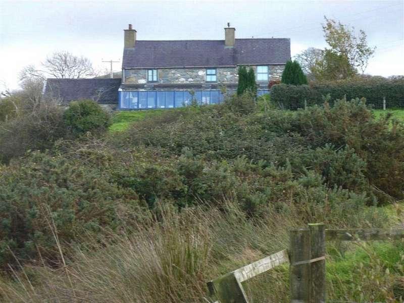 3 Bedrooms Detached House for sale in Groeslon, Nr Caernarfon, Gwynedd, LL54