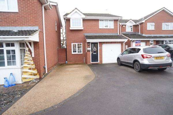 3 Bedrooms House for sale in Horsecroft Gardens, Barrs Court, Bristol, BS30 8HU
