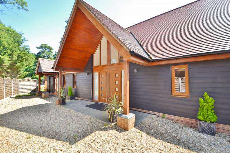 5 Bedrooms Detached House for rent in Chilworth