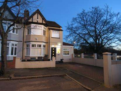 4 Bedrooms End Of Terrace House for sale in Woodford Green, Essex