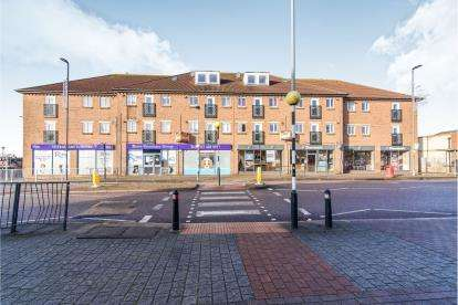 2 Bedrooms Flat for sale in Cabot Court, Gloucester Road North, Filton, City Of Bristol