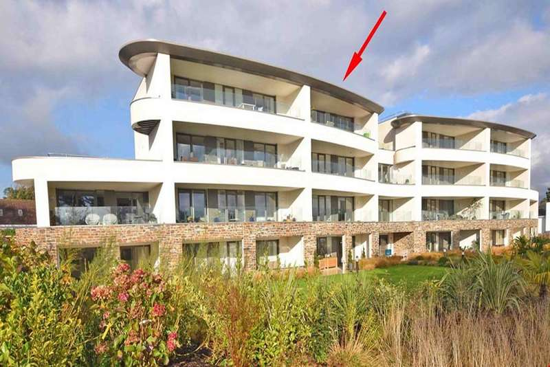 2 Bedrooms Penthouse Flat for sale in Sea Road, Carlyon Bay, Cornwall