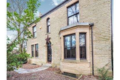 5 Bedrooms Detached House for sale in Mottram Road, Stalybridge, Greater Manchester, United Kingdom