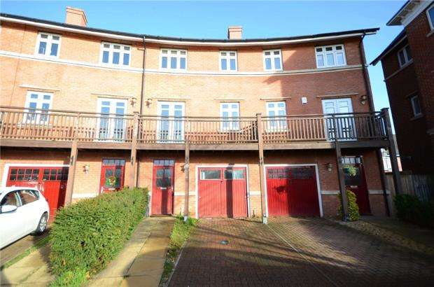 4 Bedrooms Terraced House for sale in Wyatt Crescent, Lower Earley, Reading