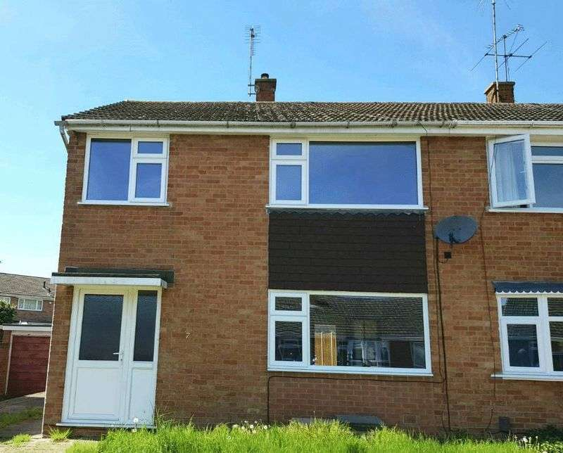 3 Bedrooms Property for sale in Saltash Close, Wigston