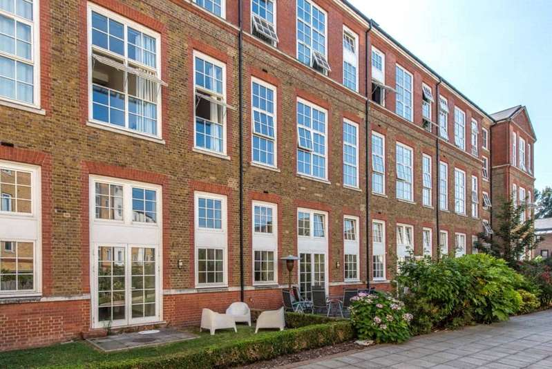 3 Bedrooms Flat for sale in Enfield Road Islington London