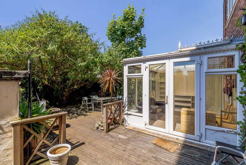 3 Bedrooms Flat for sale in Canrobert Street, Bethnal Green, E2