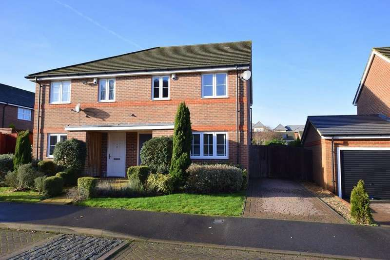 3 Bedrooms Semi Detached House for sale in Woodvale Road, Farnborough