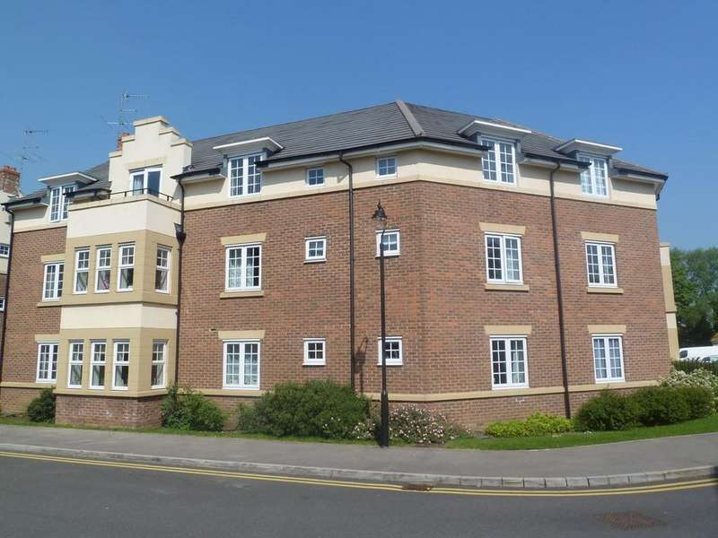 2 Bedrooms Flat for sale in The Hawthorns, Flitwick, MK45