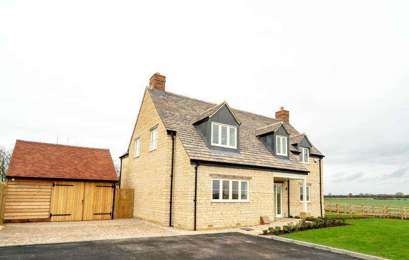 4 Bedrooms Detached House for sale in Barrington House, Tanners Lane, Burford
