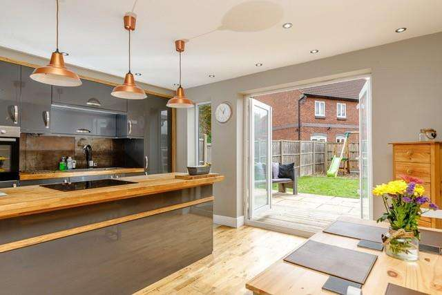3 Bedrooms House for sale in Rousbury Road, Stewartby, Bedford