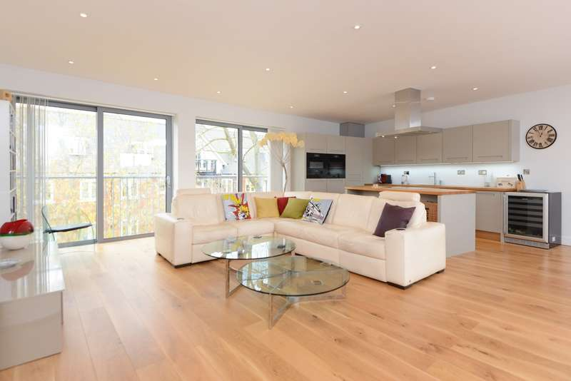 3 Bedrooms Apartment Flat for sale in Clearwater Mews, Stour Street, Canterbury, CT1