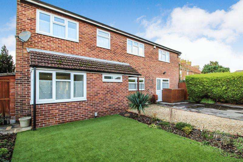 4 Bedrooms Detached House for sale in Northfield Road, Thatcham