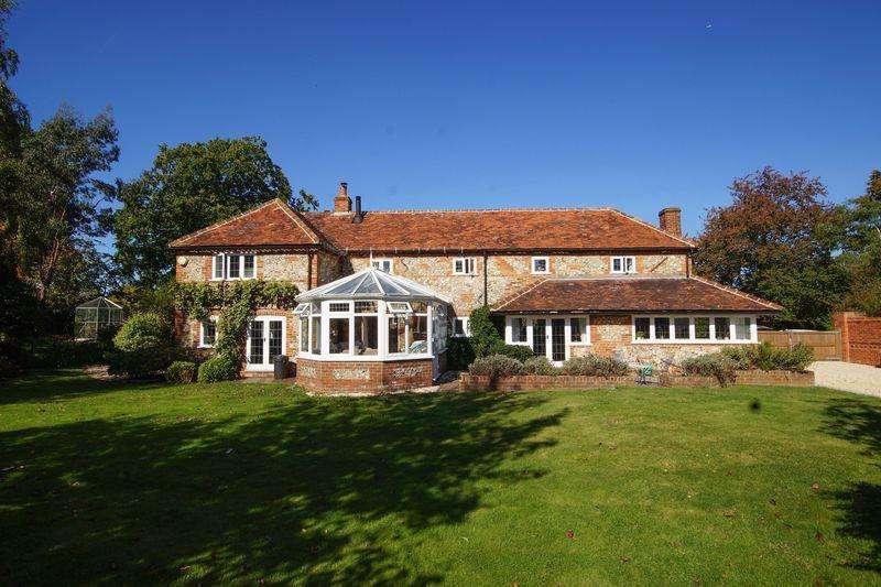 4 Bedrooms Detached House for sale in Green Lane, Prestwood