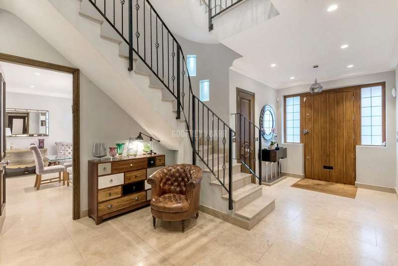 6 Bedrooms Detached House for sale in Cedars Close, Hendon