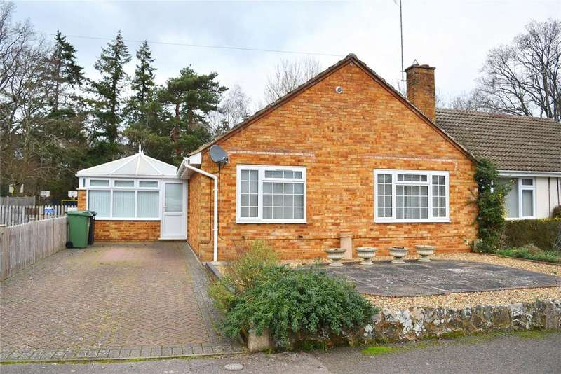 2 Bedrooms Semi Detached Bungalow for sale in Poplar Close, Leighton Buzzard