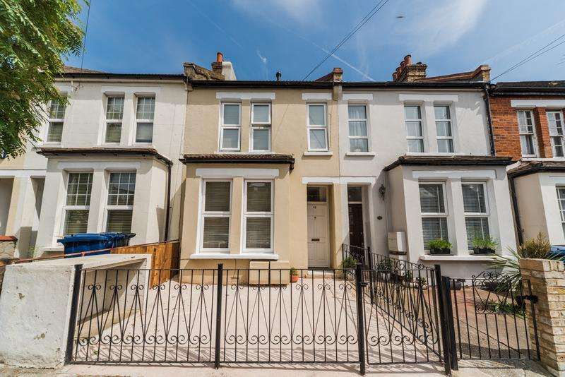 2 Bedrooms Flat for sale in Connaught Road, Ealing