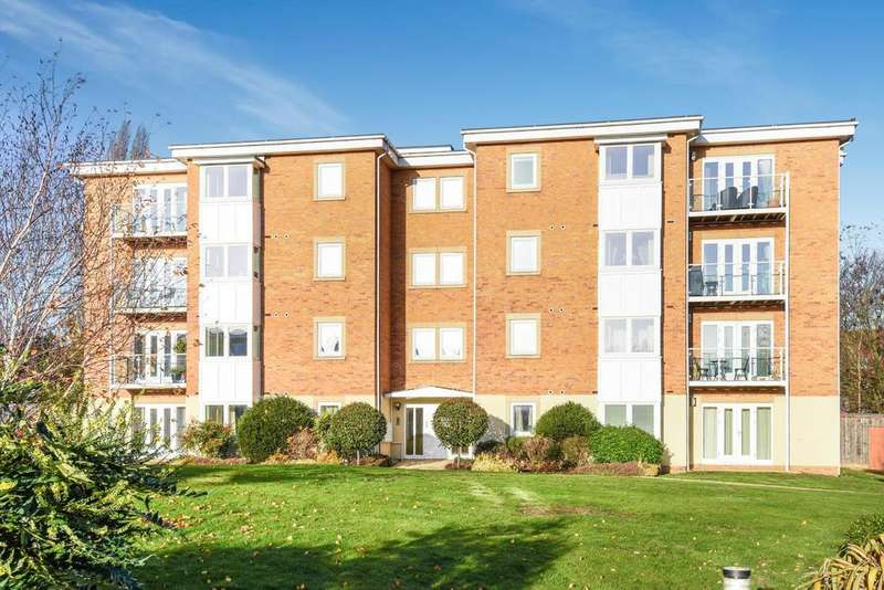 1 Bedroom Flat for sale in Greenview Drive, Raynes Park