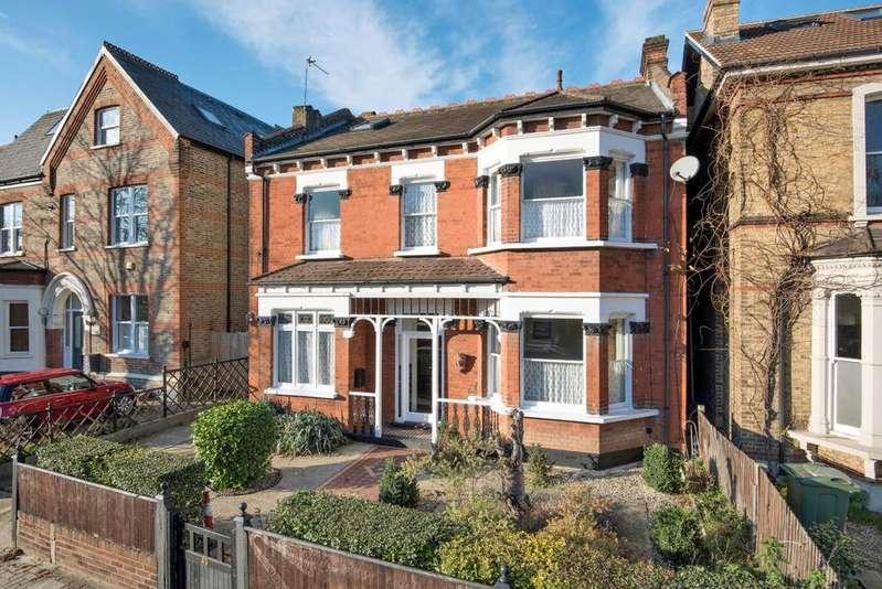 6 Bedrooms Detached House for sale in Newlands Park London SE26