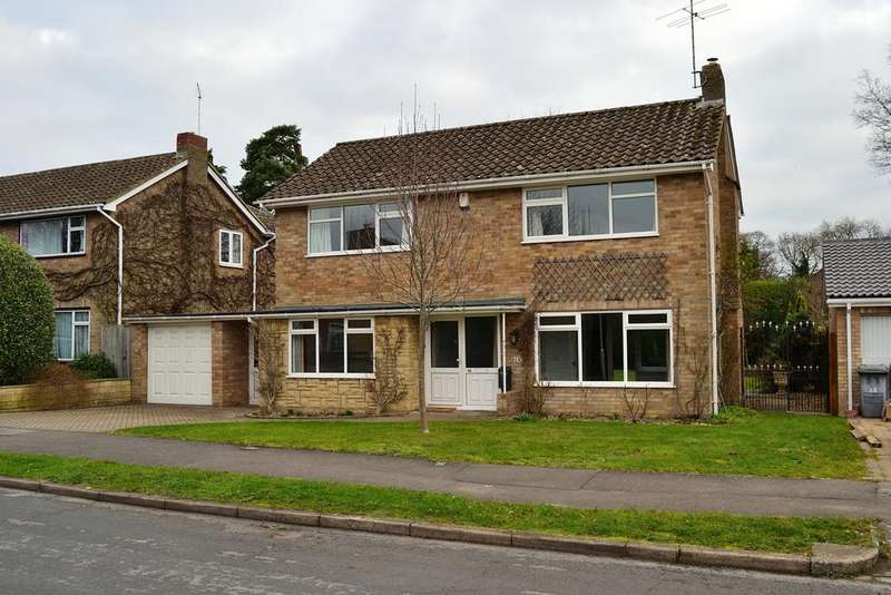 3 Bedrooms Detached House for sale in Rosehill Park, Emmer Green, Reading, Berkshire, RG4 8XE