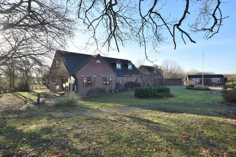 4 Bedrooms Detached House for sale in Tendring, Clacton-on-Sea, Colchester, CO16 0DB