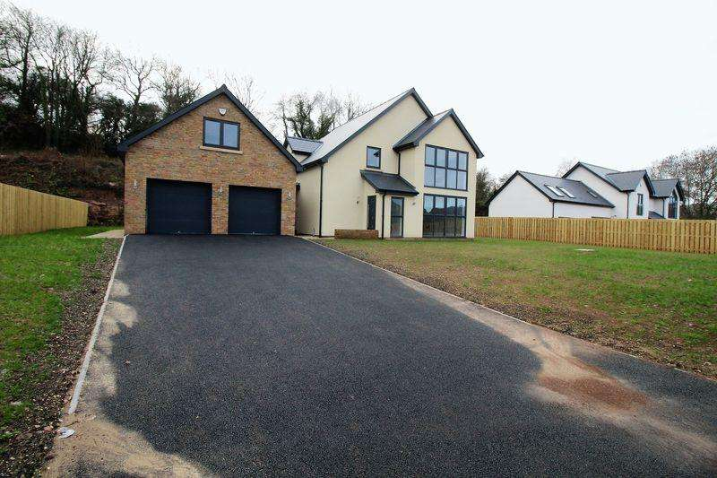 5 Bedrooms Detached House for sale in Five Lanes, Caerwent