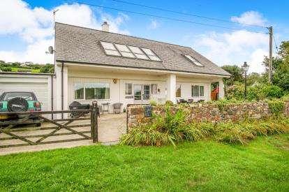 3 Bedrooms Detached House for sale in Bwlchtocyn, Pwllheli, Gwynedd, LL53