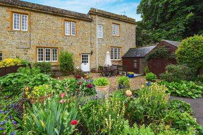 3 Bedrooms Terraced House for sale in South Petherton, Somerset, New Cross
