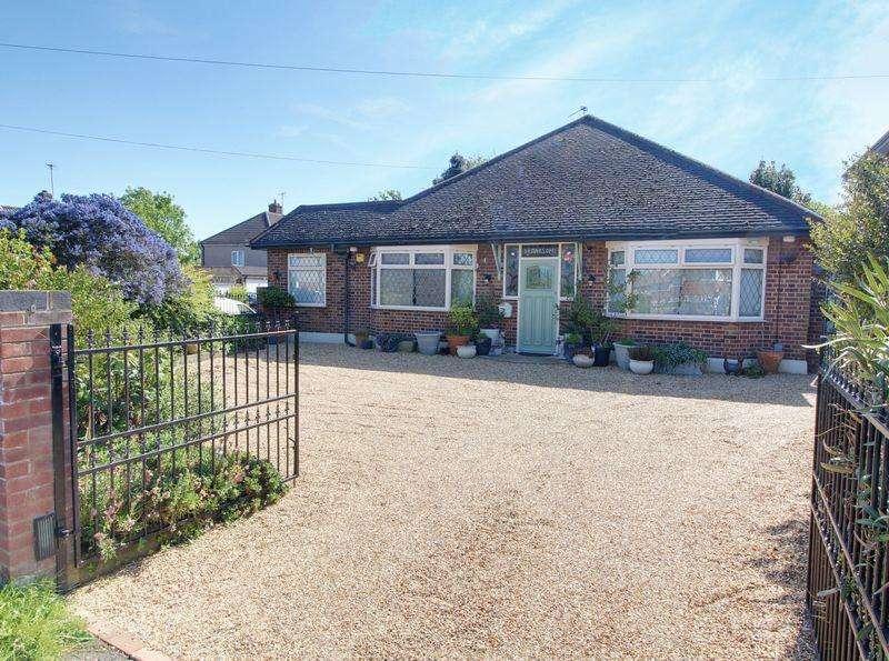 3 Bedrooms Detached Bungalow for sale in Newgatestreet Road, Goffs Oak