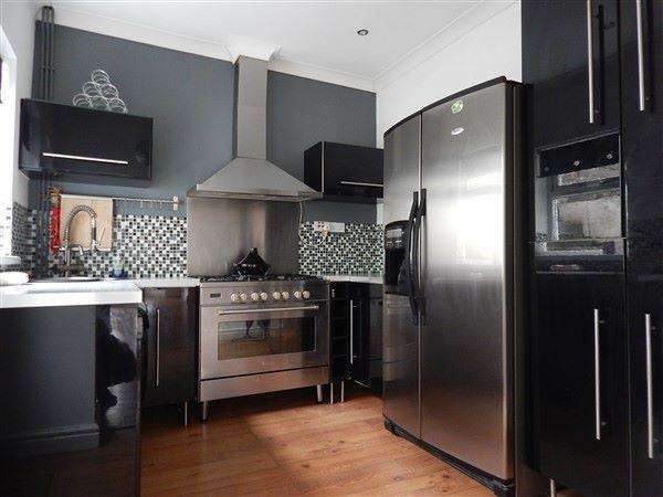 3 Bedrooms Terraced House for sale in Richmond Road, Six Bells, NP13 2PQ