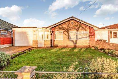 2 Bedrooms Bungalow for sale in St. Annes Road, Denton, Manchester, Greater Manchester