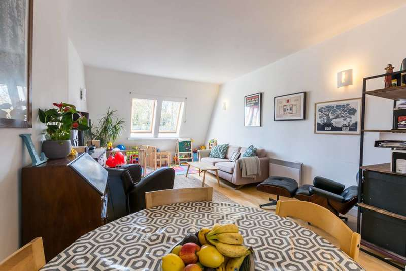 2 Bedrooms Flat for sale in Red Square, Stoke Newington, N16