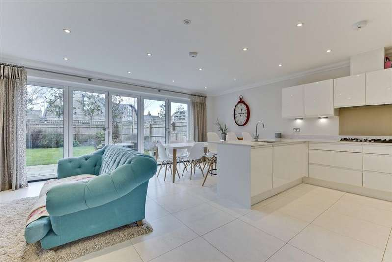 4 Bedrooms Detached House for sale in Pemberton Road, East Molesey, Surrey, KT8