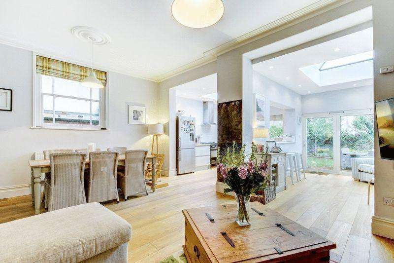 4 Bedrooms Semi Detached House for sale in Lancashire Road, Bishopston