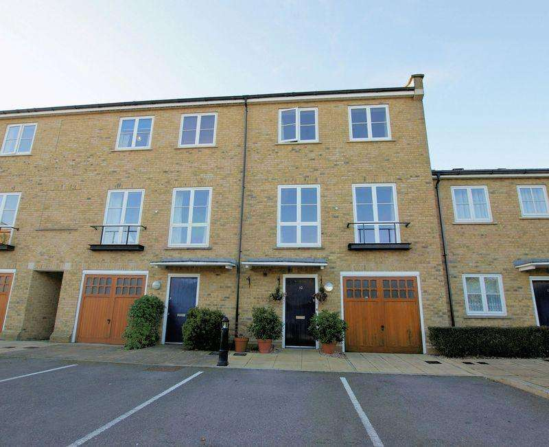 3 Bedrooms Town House for sale in Commodore Place, Weevil Lane, Gosport