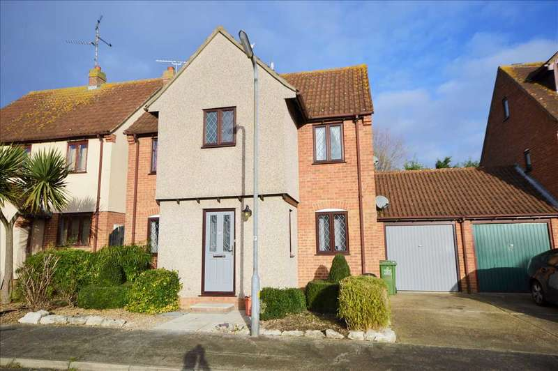4 Bedrooms Detached House for sale in Meadowland Road, Wickford