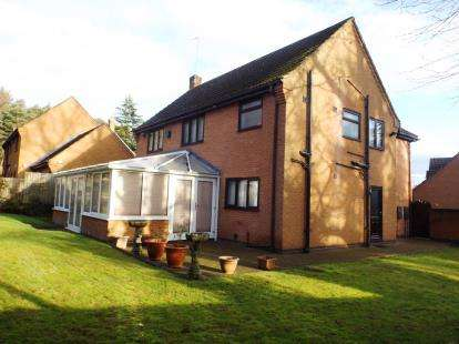 6 Bedrooms Detached House for sale in Treeneuk Close, Chesterfield, Derbyshire
