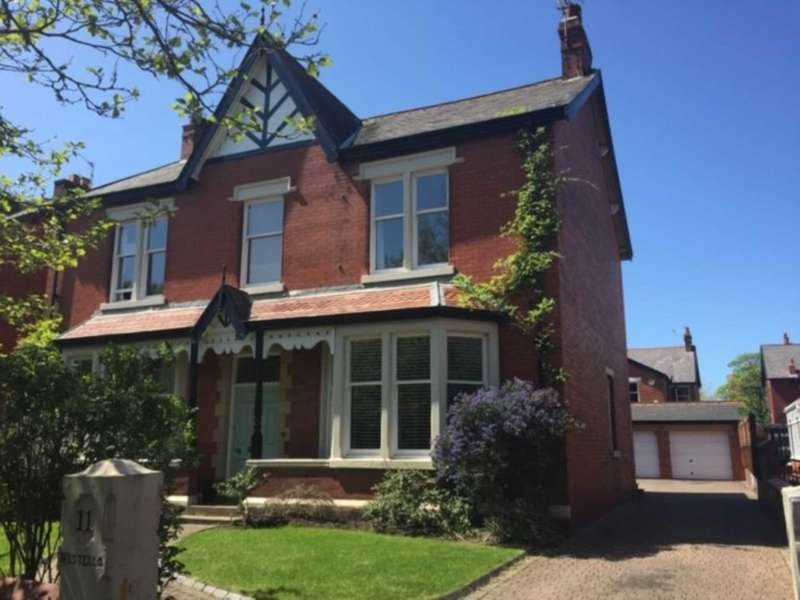 5 Bedrooms Detached House for sale in Riversleigh Avenue, Lytham