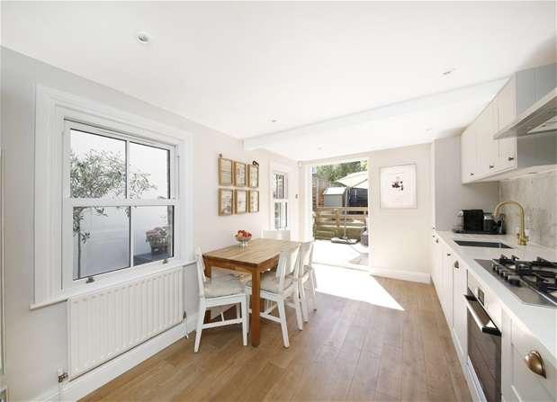 3 Bedrooms Terraced House for sale in Clive Road, Dulwich