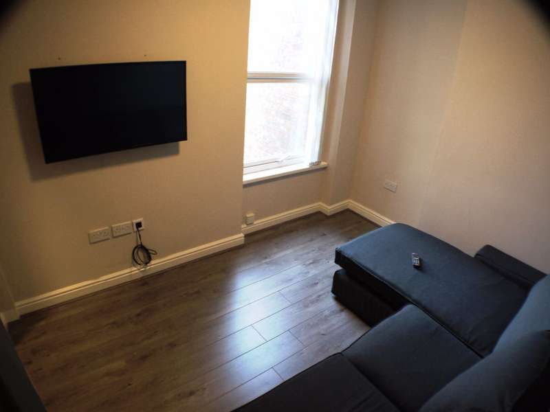 1 Bedroom House Share for rent in Aigburth Road, Liverpool, L17 0BL