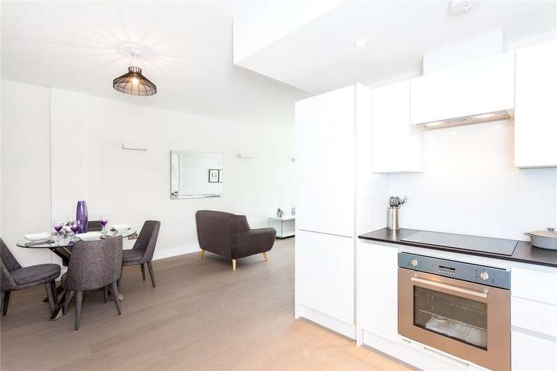 2 Bedrooms Flat for sale in Overbridge Square, Hambridge Lane, Newbury, RG14
