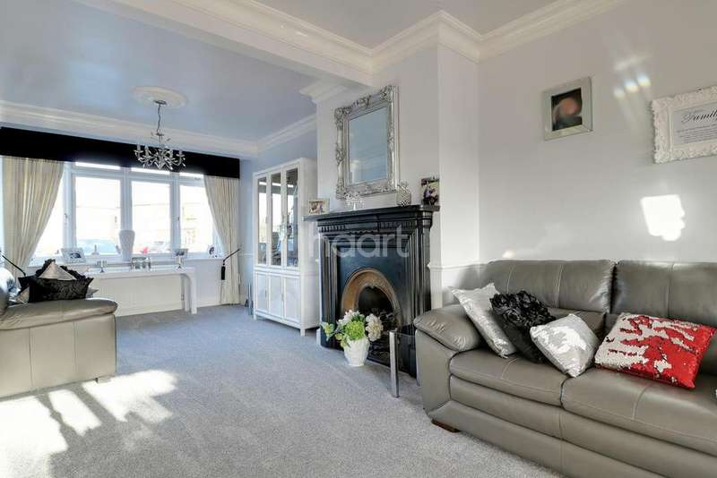 3 Bedrooms Semi Detached House for sale in Seabrook Gardens, Romford, RM7